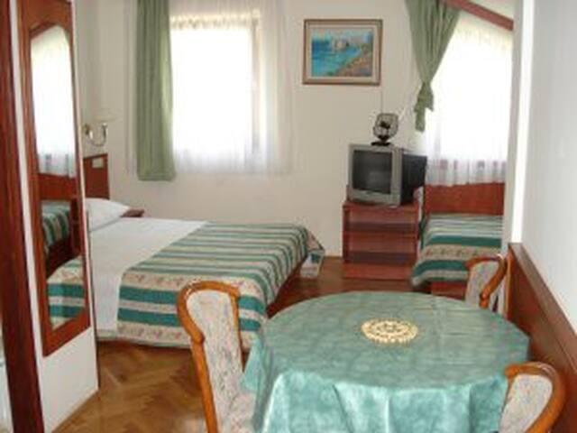 Apartment Mladina - Lokva Rogoznica - Apartment