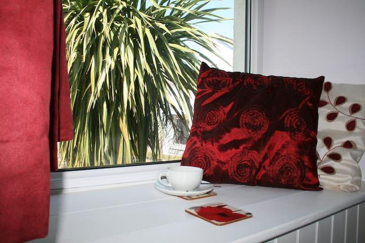 Red Field Poppy, single en-suite room in Coast B&B