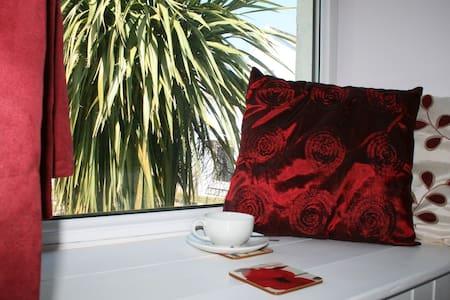 Red Field Poppy - Cornwall - Bed & Breakfast