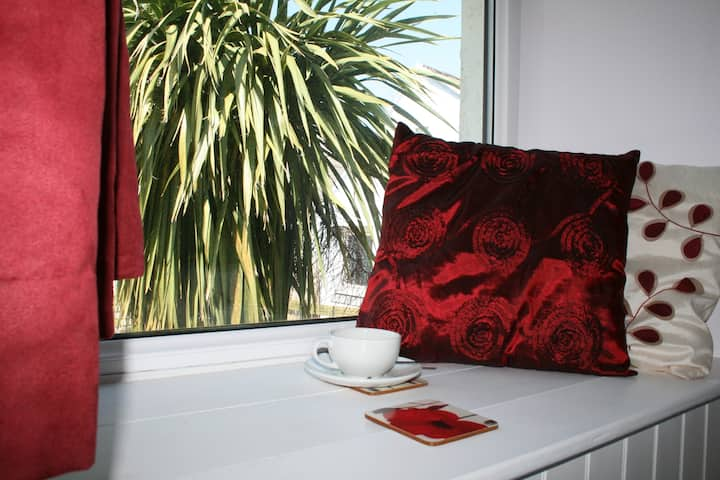 Red Field Poppy, single en-suite room in Coast B&B