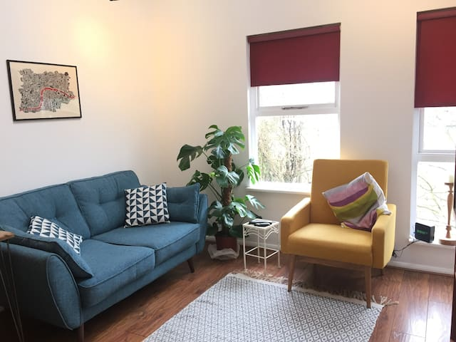 Comfy 50s style perfect little flat Central London