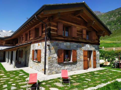 EXCLUSIVE 140 m2 chalet in Madesimo