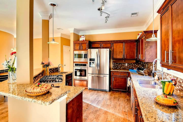 Beautiful, Spacious Home w/ Gourmet Kitchen
