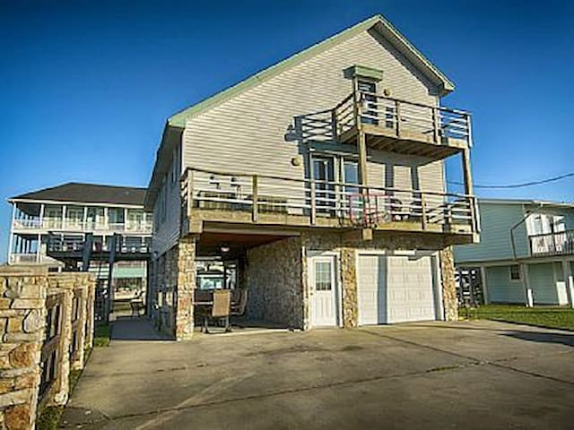 Waterfront Vacation Home - Jamaica Beach - Hus