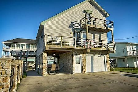 Waterfront Vacation Home - Jamaica Beach - Casa