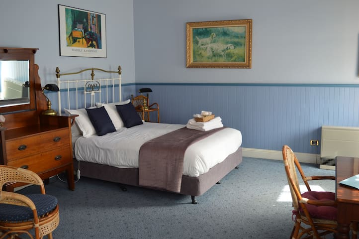 The Stables Cottage - S/C cosy studio w Parking