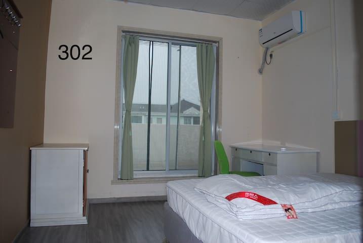 302室(大床房)