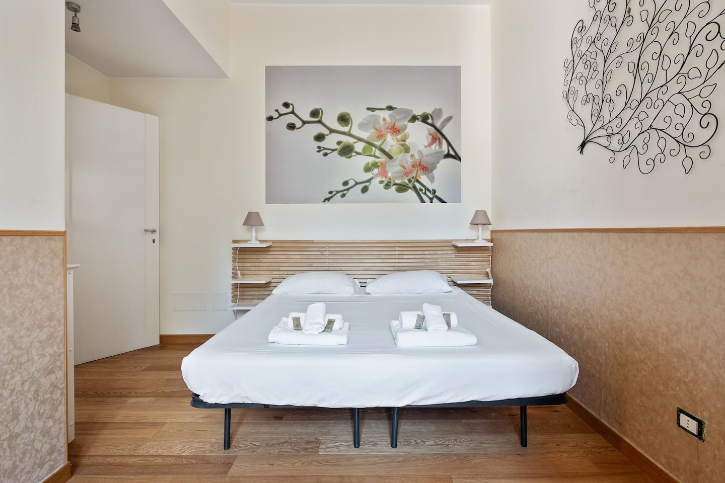 The 1° Bedroom - The comfortable double bed with soft bed- linen and towels