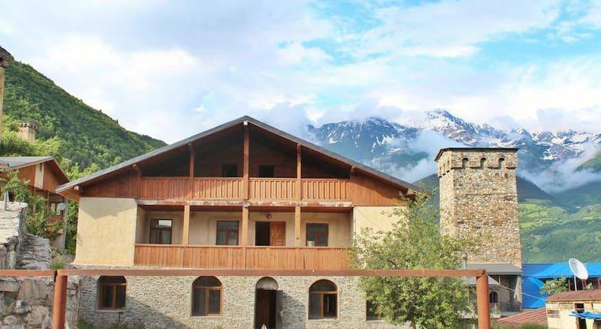 """Svan guesthouse """"Goshtela"""" - Mestia - Huis"""