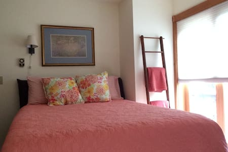 Quiet Country Room  with Balcony - บริสตอล - บ้าน