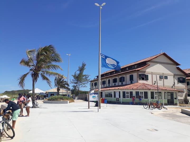 Flat frente praia Peró, LINDO Reformado-Cabo Frio