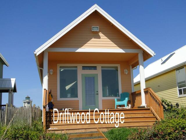Driftwood Cottage - Waterfront Home - Ocean Shores - House