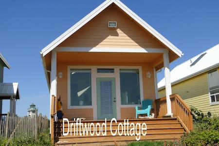 Driftwood Cottage - Waterfront Home - Ocean Shores