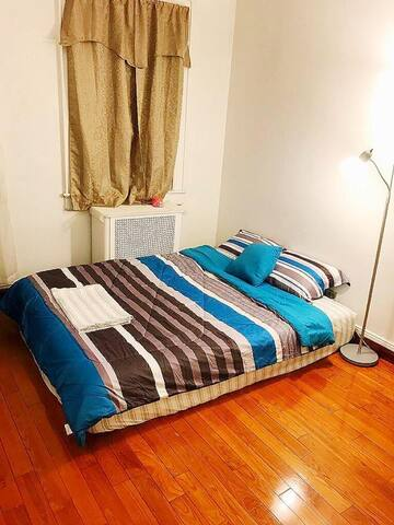 BEDROOM (QUEEN SIZE BED / UPON REQUEST WITH AIR MATTRESS