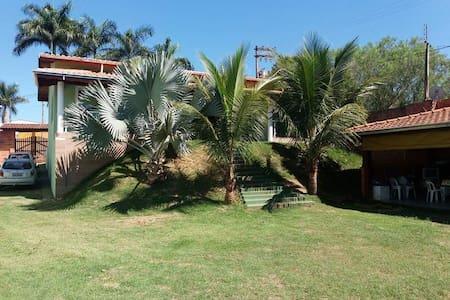 Quarto Casal Itapira / SP - Itapira - Zomerhuis/Cottage