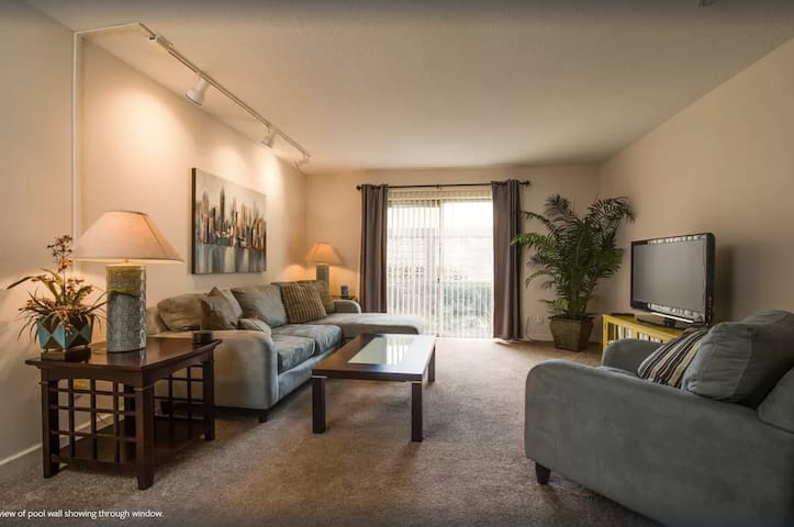 2 bed- 1 bath condo located 1 block to shands (3)