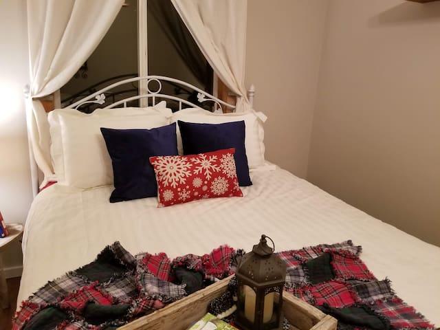 Main Level Bedroom #1 - Queen Bed