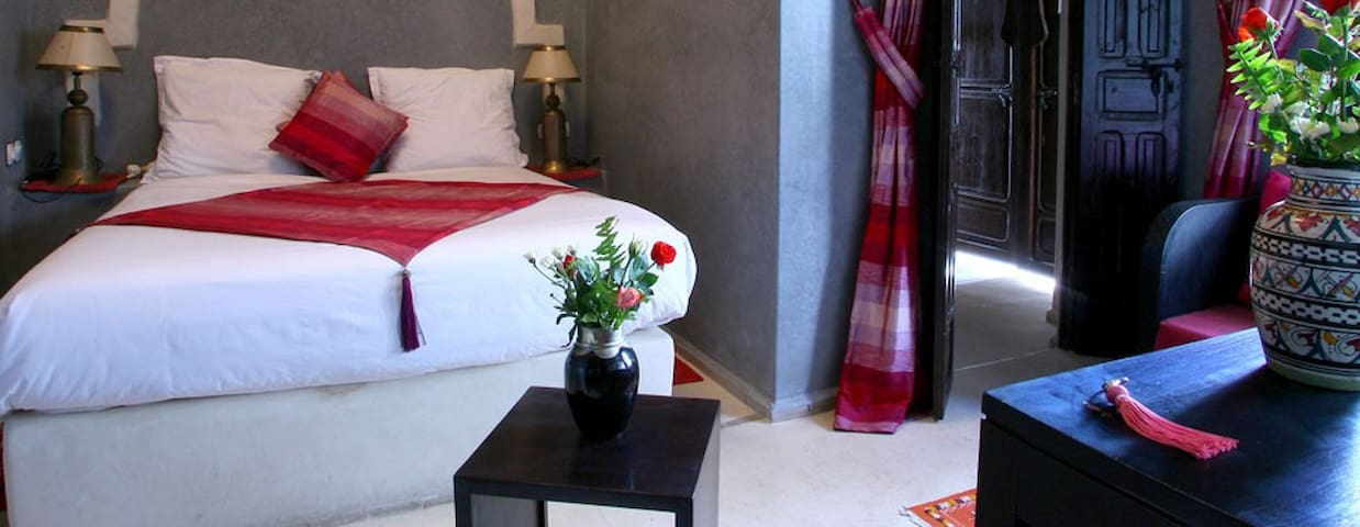 Chambre double de luxe breakfast ziri chambres d 39 h tes for Chambre 13 film maroc