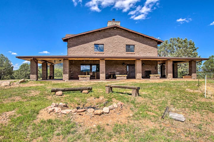 'The Citadel,' Home in Tonto NF w/ Fire Pit & BBQ!
