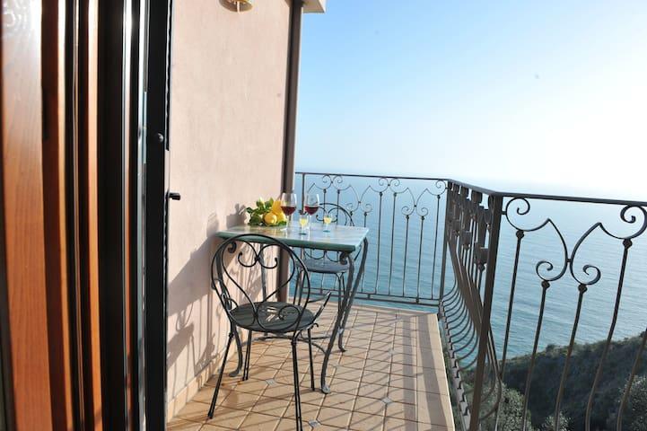 Gilda Apartment, Sea View - Amalfi Coast - Furore - Apartmen