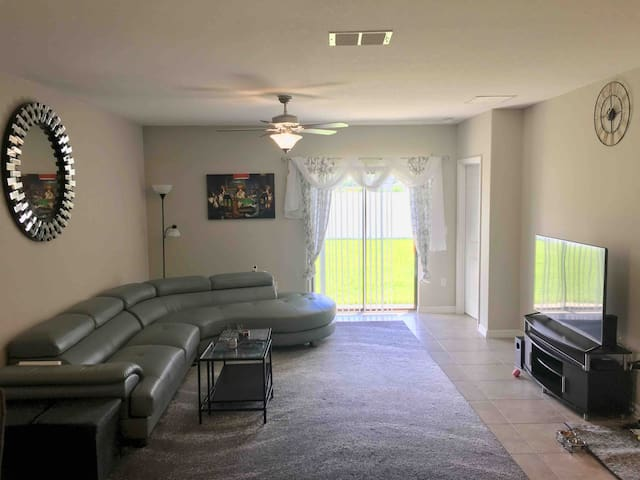 Spacious Room near Downtown Tampa in NEW HOME-RM3