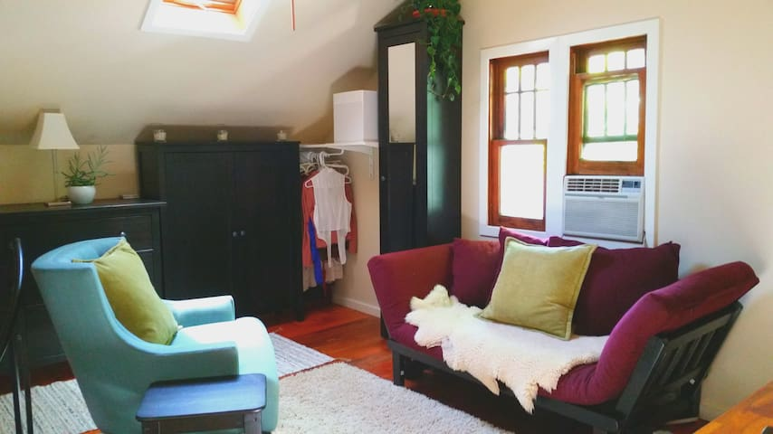Heart of Eugene Tiny Home Loft - Central