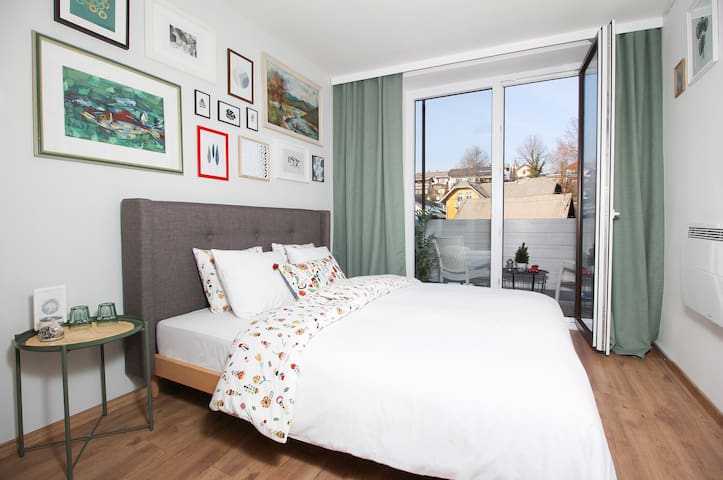 ★ By the Lake, Bright, stylish place, 50m-bus  3/7