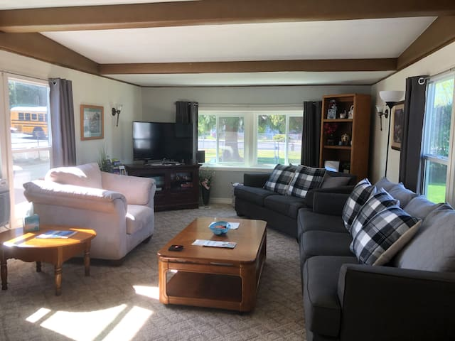 Comfortable Home With Large Yard  Patio/Grill