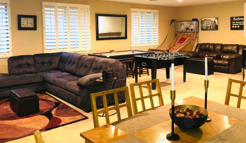 Spacious Guesthouse 1.9 mile from Football Stadium