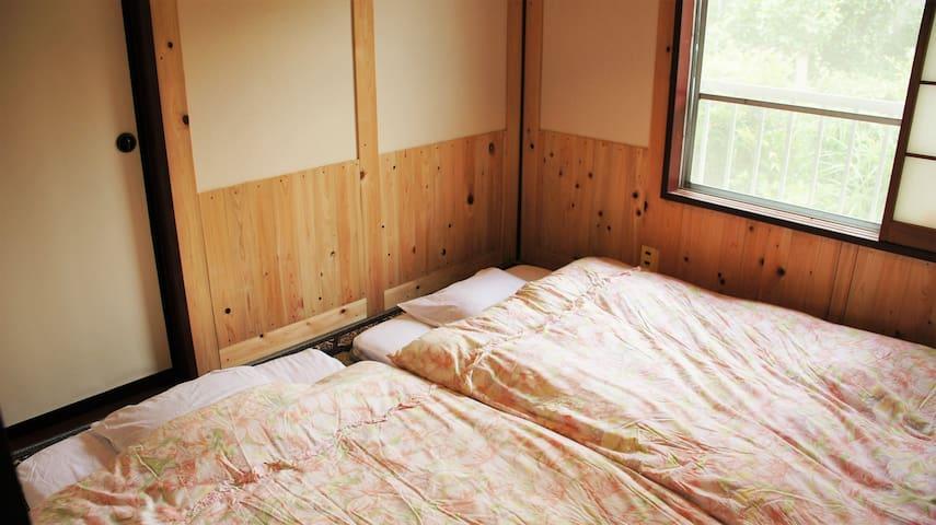 寝室1 2名用
