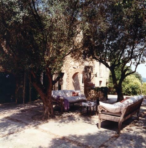 Casa de piedra en corazón empordá - Castell d'Empordà - Dom