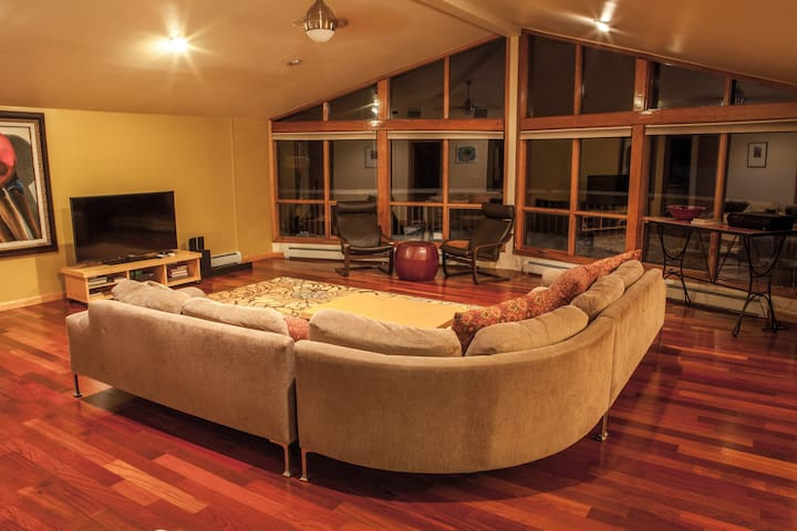 A Luxury Retreat on the Lake - Forestburgh