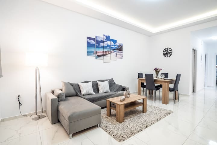 Brand new and modern flat centrally located (K5)