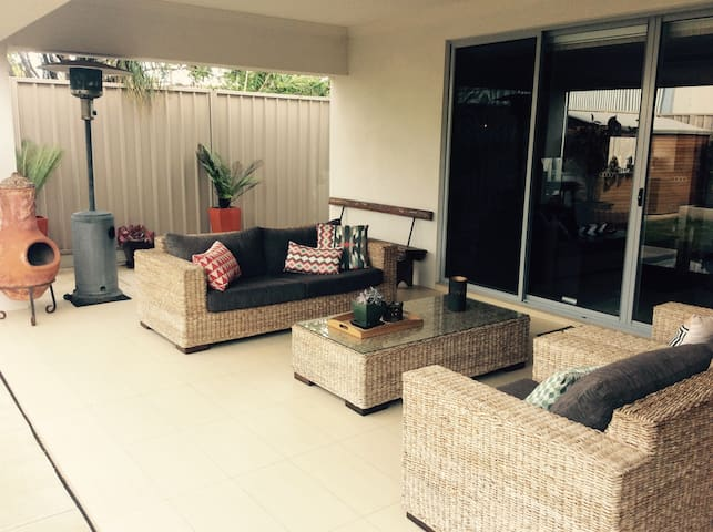 Modern home, great facilities, central location - Glengowrie - Apartment