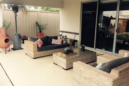 Modern home, great facilities, central location - Glengowrie