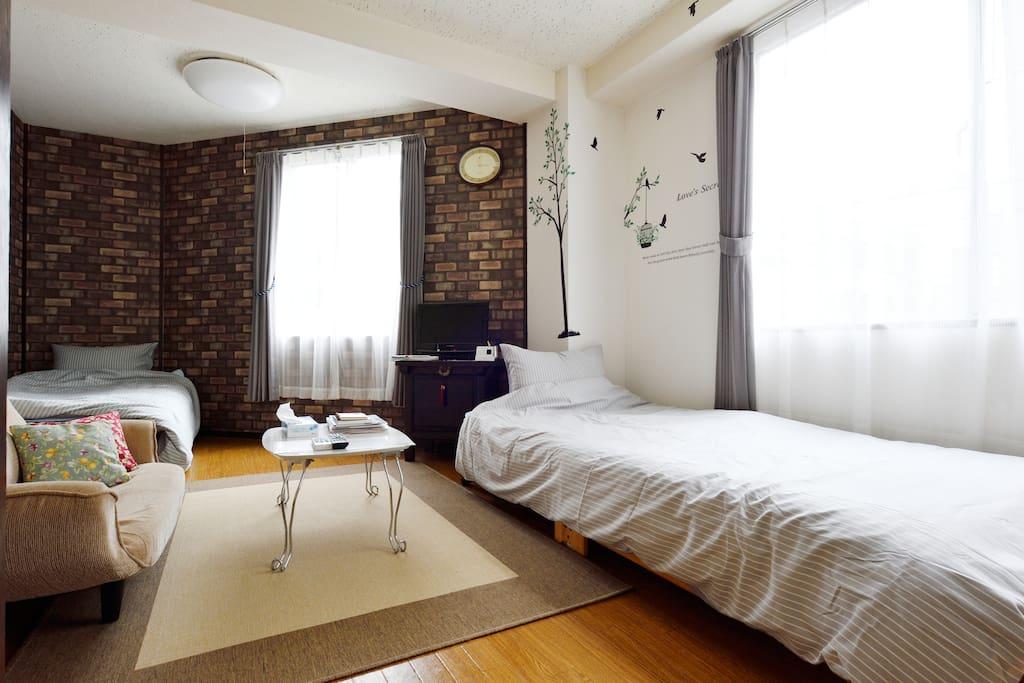 2 single bed.2 single Futon.