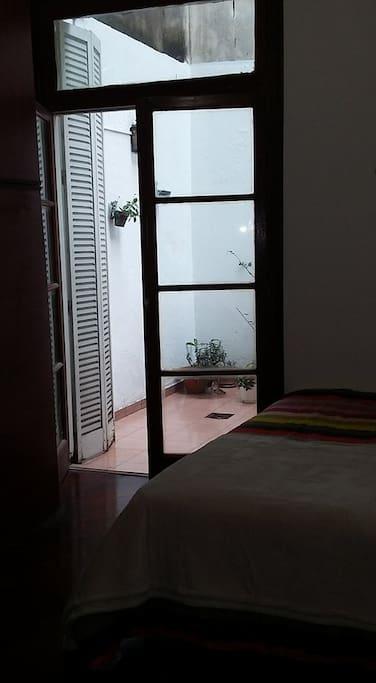 Dormitorio con salida al patio!