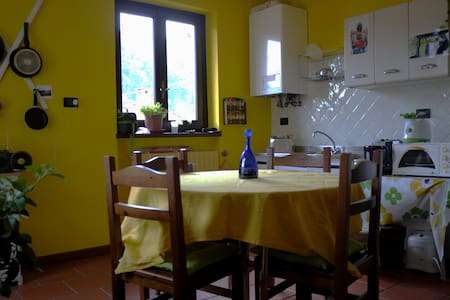 Room at the gateway of Valle Stura - Borgo San Dalmazzo - 一軒家