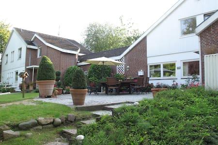 Einzelzimmer Landhaus Scharbeutz/Ostsee - Rumah Tamu