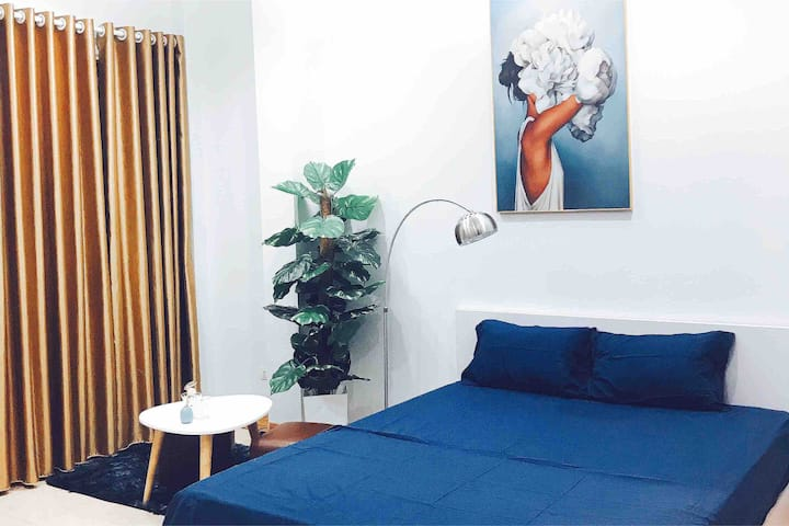 Modern studio★ washer+ balcony ★ 5min to West Lake
