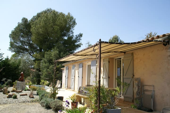 Romantic holiday home with a small private pool, located in the Provence.