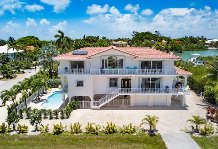 Beautiful Beachfront Home w/ Pool/Tiki/Dock