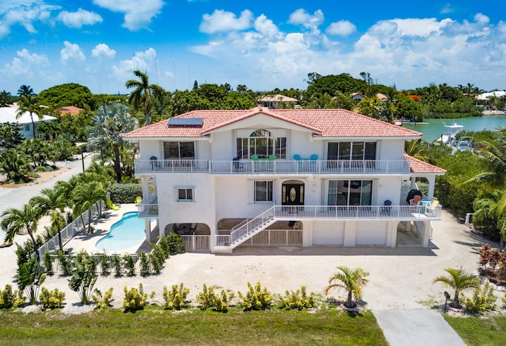 Beautiful Beachfront Home w/ Pool/Tiki/Dock