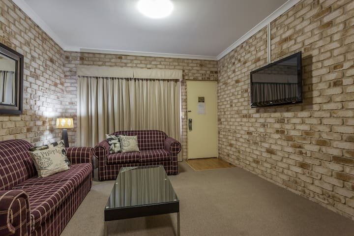 1 Bedroom Fully Self Contained King Spa Apartment