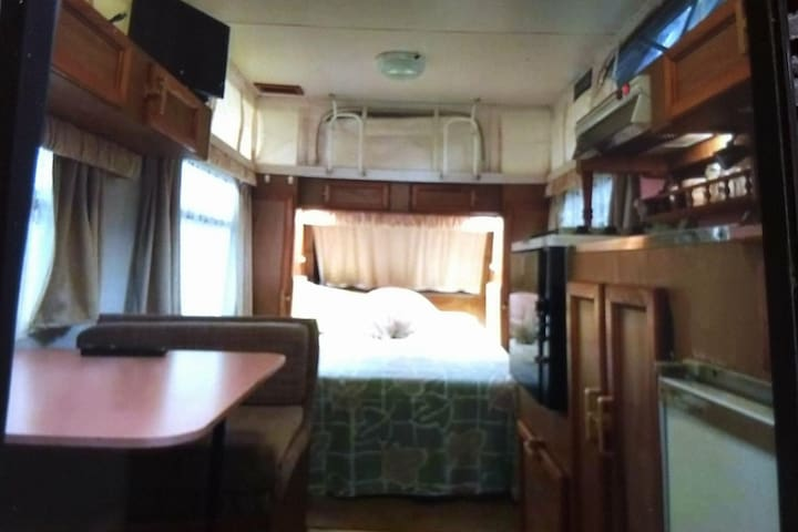 """Lucky's Lodge """"Caravan rest, play 'n' stay"""""""