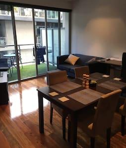 Private room in Richmond's heart - Richmond - Wohnung
