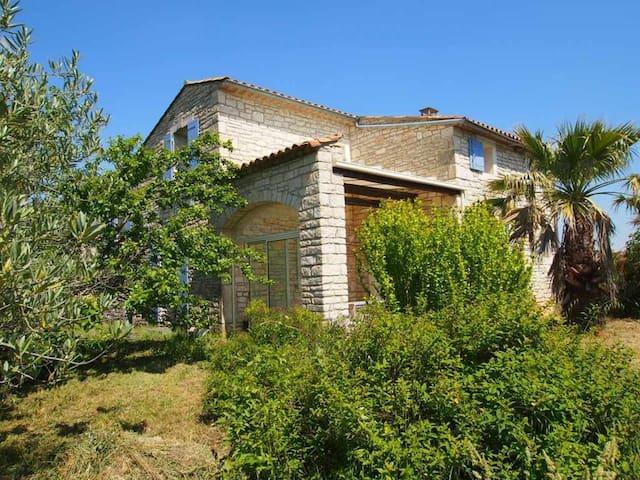 Maison avec piscine proche des Gorges de l'Ardèche - Le Garn - Hus