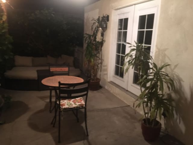 Downtown LA Chic- Furnished Bedroom - Lovely area!