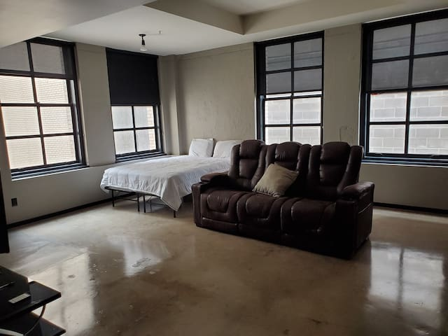 Centrally Located Studio in Downtown Dallas