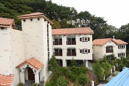 리틀프린스 쉬농소, 쇼몽객실 - Seolcheon-myeon, Muju - 公寓
